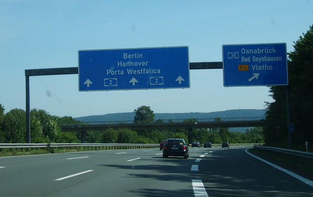 Autobahn_with_Berlinsign.jpg