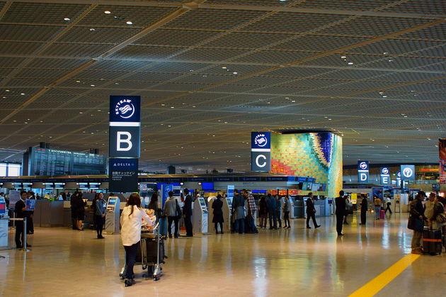 Departure_lobby_of_Tokyo_Narita_Airport.JPG
