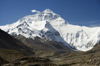 Everest_North_Face_toward_Base_Camp_Tibet_Luca_Galuzzi_2006 (350x233).jpg