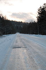Ice_road_in_Hokkaido.jpg